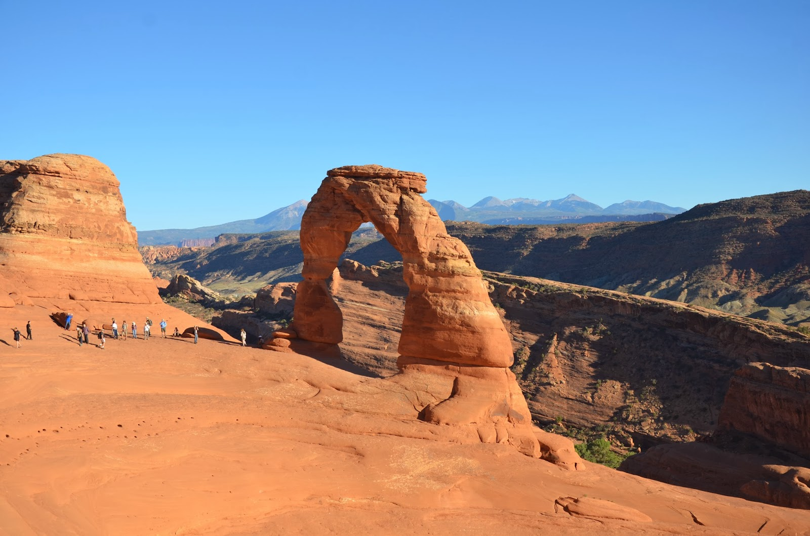 hiking delicate arch moab ut